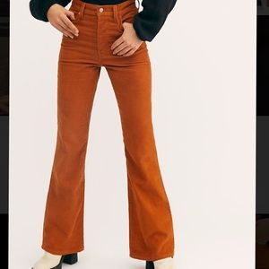 Levi's Ribcage Cord Flare Jeans in Caramel Cafe